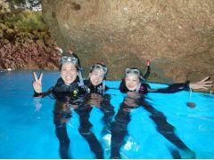 青の洞窟綺麗な場所で記念写真!