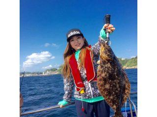 こんな大きなひらめが女性でも釣れる事があります。