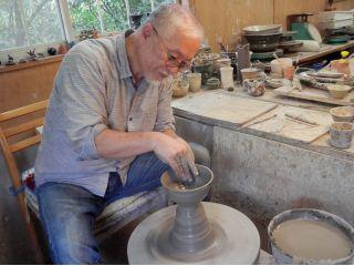 陶芸歴40年のオーナーに弟子入り体験!厳しく暖かく指導します!