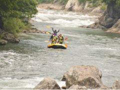 爽快&エキサイティングに利根川のラフティングをお楽しみください♪