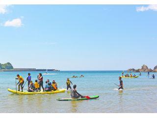 まずは浅瀬で練習、穏やかな湾内ですぐに上達!