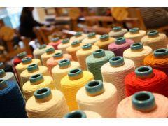 糸は2000本くらいあります。お好きな糸を選んで織れます。