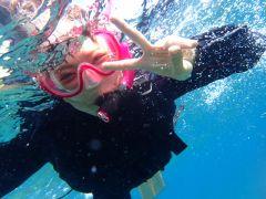 水中カメラのレンタル(別途3000円)で、自分たちで自由に海の写真が撮れちゃう!