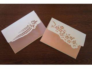 柄や色は好きなものから撰べます。時間内に作る封筒は1つだけです。