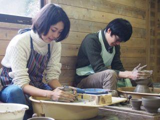 みんなでろくろ体験♪陶芸の町、益子町で作るから、気分は陶芸家♪