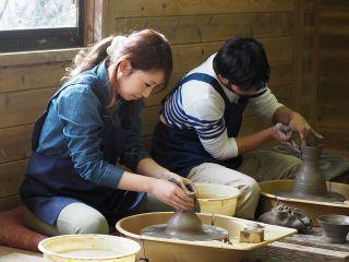 BGMが流れる広い工房で作陶が楽しめます♪