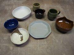 実際に体験したお客様達の作品です。粘土は2種類からお選びいただき、釉薬は10種類ご用意しております。自分がイメージをした作品を自分の手で生み出しましょう!