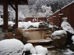 冬の雪見露天風呂も絶景です♪