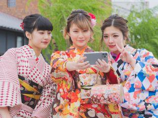 草履や巾着が全て揃った大満足プランで京都観光をお気に入りの着物で楽しんで下さい!