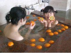 こちらはみかん風呂です