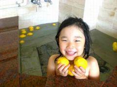 お子様も大満足のレモン風呂です。