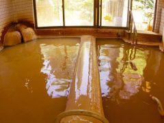 ぬるめのお湯とあったかいお湯、交互に入るのが花山温泉の入浴法