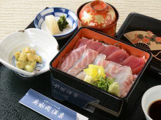 昼食・海鮮重膳です。 お部屋食です。