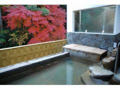 秋の露天風呂です
