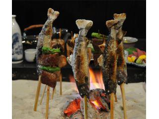 炭火でじっくり焼かれる岩魚の塩焼きは一度食べたらやみつきに!?