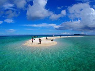 サンゴのかけらでできた無人島「バラス島」。日々形や大きさが変わります。