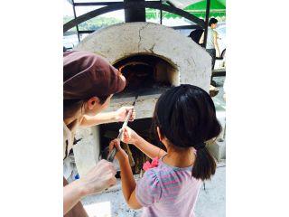 実際に石窯でピザを焼いて頂きます