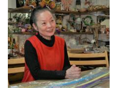 講師の南 喜代子先生。優しく指導してくれます。