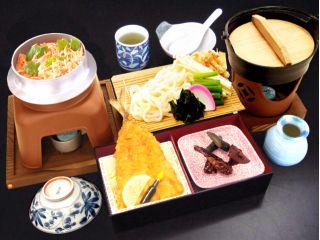 メインの桜海老釜飯と肉厚で揚げたての鯵フライが好評の『駿河御膳』