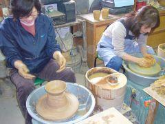 電動ろくろ★陶芸家を目指して体験される方もいらっしゃいます。