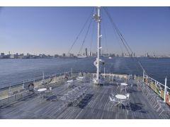 遮るものがない船上からの景色をお楽しみください。