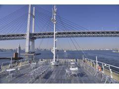 遮るものがない船上からの景色を大パノラマでお楽しみください。