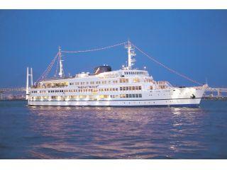 横浜港を周遊するレストラン船ロイヤルウイング
