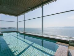 展望大浴場内の露天風呂からの浜名湖の眺め(女性用)