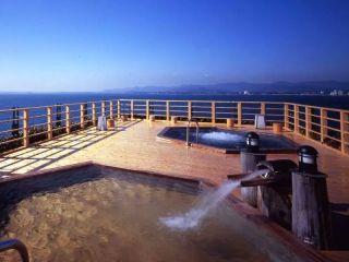 地上40mに浮かぶホテル屋上露天風呂からの浜名湖(11:00~17:00男性用)