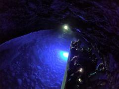 当社は海が穏やかな時は、神秘的な竜の洞窟にも入れます。皆さん凄いの一言!