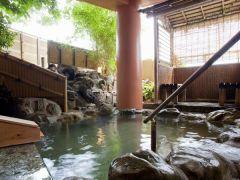 【紅葉の湯 露天風呂】自家源泉かけ流しの露天風呂。(13:00~18:00 女性用)
