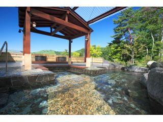 100畳の大露天風呂 ご家族皆さまでご入浴いただけます。