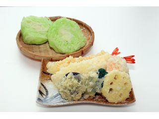 食品サンプル作り体験で出来上がる天ぷらとレタス(*体験で作成できる天ぷらは3品です)