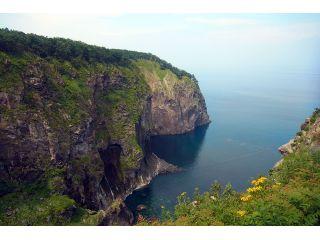 目的地は崖から海へと注ぐ滝「男の涙」