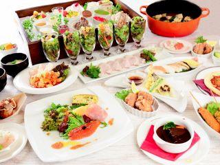 """""""オーダーバイキング""""ではウニやいくら、トリュフを使った贅沢パスタやにぎり寿司など出来立てをテーブルまでお届け! 各種オードブル、サラダ、デザートなども豊富にご"""