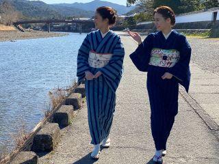 松阪木綿(まつさかもめん) しっかりと目の詰まった木綿生地。使うほどに味わいを増す木綿を、美しい色合いの天然の藍で独特な模様に織り上げています。
