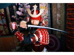 使用する甲冑は変身スタジオに合うように作られた特注製なので、誰でも気軽にカッコ良く変身して頂けます!