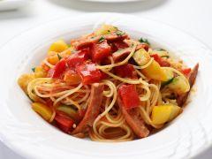 パスタ料理の一例 3種類の中からお好みでお選び頂けます。