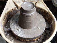 電動ロクロも陶芸しやすい服装でお越しください。