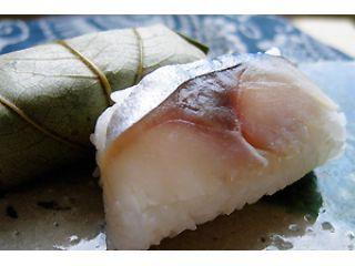 昔ながらの製法で、吉野本店の柿の葉寿司はふっくらとして美味しいとご好評いただいています
