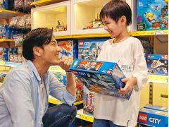ショップでは、400種類を超えるレゴ(R)商品を販売中!