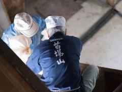 環境庁の名水百選に選ばれた「龍ヶ窪」のある津南町にある、明治40年創業の地酒蔵です。