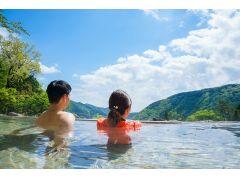 【超絶景 展望露天風呂】全長40mのお風呂からは、箱根の山々が見渡せて、絶景が目の前に広がります。自然に囲まれた温泉をお楽しみください