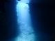 洞窟に差し込む幻想的な光