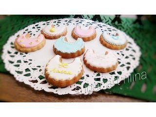 ベビーシャワーの時に可愛いスタイのアイシンングクッキーはいかがでしょうか?ラッピングのお手伝いも出来ます。