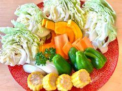 〈手ぶらBBQ*Aコース〉ご提供食材:野菜盛り(キャベツ/玉ねぎ/人参/かぼちゃ/ともろこし/ピーマン)※食材内容は季節や仕入れ状況により変更する場合があります