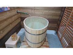 女性専用 一人檜風呂 竹からたくさんの湯量。こちらのプランは夜来店全館貸切プランの為、男性も女性風呂をご利用頂けます。
