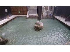 男性露天風呂 単純温泉 洗い場も8か所完備しております。