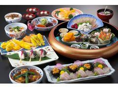 海鮮卓袱「白鷺」。長崎の新鮮な魚介をふんだんに使った料理長の創作卓袱料理です。
