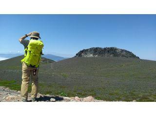 山頂には迫力の溶岩ドーム。晴れれば雄大、霧がかかれば幽玄。どんな天気でも特別な景色が広がる樽前山。